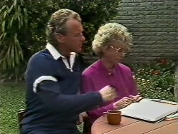 Jim Robinson, Helen Daniels in Neighbours Episode 0446