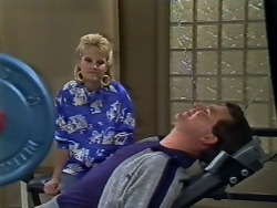 Daphne Clarke, Des Clarke in Neighbours Episode 0448