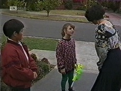 Tommy Lim, Hannah Martin, Jenny Lim in Neighbours Episode 1941