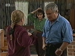 Lauren Turner, Pam Willis, Lou Carpenter in Neighbours Episode 1944