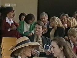 Gaby Willis, Pam Willis, Lou Carpenter, Annalise Hartman, Doug Willis, Brad Willis in Neighbours Episode 1948