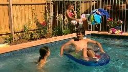 Louise Carpenter (Lolly), Rachel Kinski, Zeke Kinski in Neighbours Episode 5217