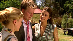 Elle Robinson, Oliver Barnes, Carmella Cammeniti in Neighbours Episode 5219