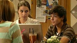 Rachel Kinski, Louise Carpenter (Lolly), Zeke Kinski in Neighbours Episode 5225
