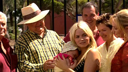 Lou Carpenter, Harold Bishop, Kerry Mangel (baby), Sky Mangel, Karl Kennedy, Susan Kennedy, Janelle Timmins in Neighbours Episode 5227