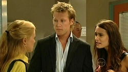 Elle Robinson, Oliver Barnes, Carmella Cammeniti in Neighbours Episode 5233