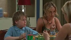 Mickey Gannon, Kirsten Gannon, Janae Timmins in Neighbours Episode 5286