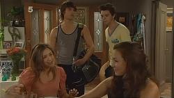 Sonya Mitchell, Declan Napier, Zeke Kinski, Jade Mitchell in Neighbours Episode 6091
