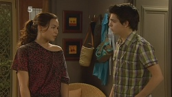 Jade Mitchell, Zeke Kinski in Neighbours Episode 6095
