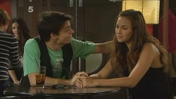 Zeke Kinski, Jade Mitchell in Neighbours Episode 6096