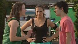 Kate Ramsay, Jade Mitchell, Zeke Kinski in Neighbours Episode 6097
