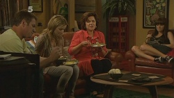 Michael Williams, Natasha Williams, Lyn Scully, Summer Hoyland in Neighbours Episode 6099