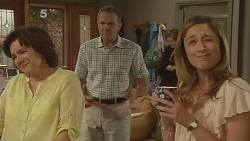 Lyn Scully, Karl Kennedy, Sonya Mitchell in Neighbours Episode 6099