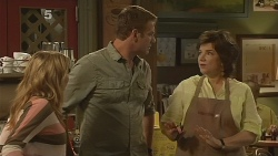 Natasha Williams, Michael Williams, Lyn Scully in Neighbours Episode 6101