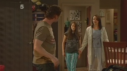 Lucas Fitzgerald, Sophie Ramsay, Kate Ramsay in Neighbours Episode 6102