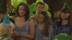 Charlie Hoyland, Kate Ramsay, Lucas Fitzgerald, Sophie Ramsay, Summer Hoyland in Neighbours Episode 6102