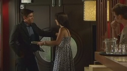 Garland Cole, Kate Ramsay, Lucas Fitzgerald in Neighbours Episode 6102