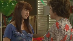 Summer Hoyland, Lyn Scully in Neighbours Episode 6102