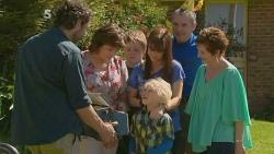 Jim Dolan, Lyn Scully, Callum Jones, Charlie Hoyland, Summer Hoyland, Karl Kennedy, Susan Kennedy in Neighbours Episode 6102