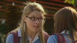 Lisa Devine, Summer Hoyland in Neighbours Episode 6107