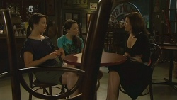 Kate Ramsay, Sophie Ramsay, Rebecca Napier in Neighbours Episode 6108
