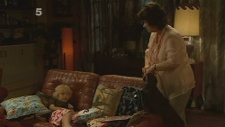 Charlie Hoyland, Lyn Scully in Neighbours Episode 6110