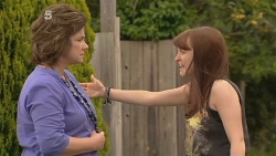 Lyn Scully, Summer Hoyland in Neighbours Episode 6110