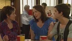 Susan Kennedy, Kate Ramsay, Zeke Kinski in Neighbours Episode 6111