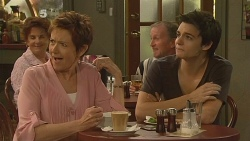 Susan Kennedy, Zeke Kinski in Neighbours Episode 6115