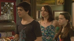 Zeke Kinski, Kate Ramsay, Sophie Ramsay in Neighbours Episode 6115