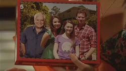 Lou Carpenter, Kate Ramsay, Sophie Ramsay, Lucas Fitzgerald in Neighbours Episode 6115