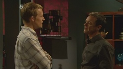Oliver Barnes, Paul Robinson in Neighbours Episode 6116
