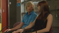 Andrew Robinson, Summer Hoyland in Neighbours Episode 6121