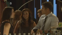 Kate Ramsay, Jade Mitchell, Mark Brennan in Neighbours Episode 6122