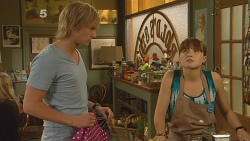 Andrew Robinson, Summer Hoyland in Neighbours Episode 6124