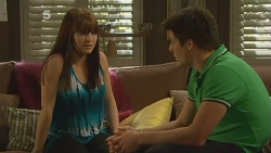 Summer Hoyland, Chris Pappas in Neighbours Episode 6124
