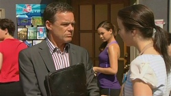 Paul Robinson, Jade Mitchell, Kate Ramsay in Neighbours Episode 6125