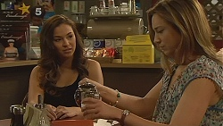 Jade Mitchell, Sonya Mitchell in Neighbours Episode 6125