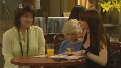 Lyn Scully, Charlie Hoyland, Summer Hoyland in Neighbours Episode 6128