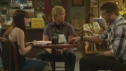 Summer Hoyland, Andrew Robinson, Tomas Bersky in Neighbours Episode 6128