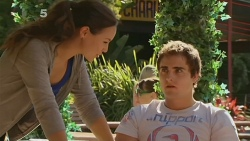 Jade Mitchell, Kyle Canning in Neighbours Episode 6129