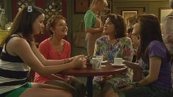 Kate Ramsay, Susan Kennedy, Lyn Scully, Summer Hoyland in Neighbours Episode 6131