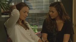 Sonya Mitchell, Jade Mitchell in Neighbours Episode 6132