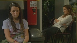 Sophie Ramsay, Sonya Mitchell in Neighbours Episode 6132