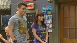 Darren Lowe, Summer Hoyland in Neighbours Episode 6132
