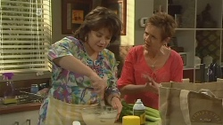 Lyn Scully, Susan Kennedy in Neighbours Episode 6133