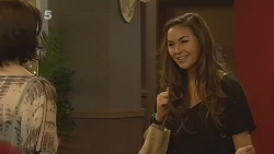 Libby Kennedy, Jade Mitchell in Neighbours Episode 6133