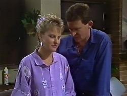 Daphne Clarke, Des Clarke in Neighbours Episode 0503
