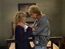 Charlene Mitchell, Scott Robinson in Neighbours Episode 0504