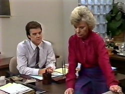 Paul Robinson, Helen Daniels in Neighbours Episode 0504